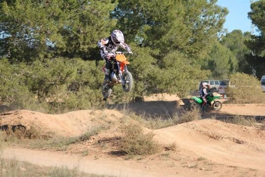 Un soleado día de motocross