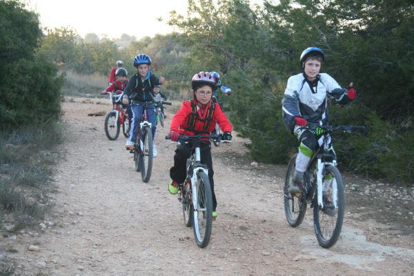 Ruta en bici en el monte, con merienda