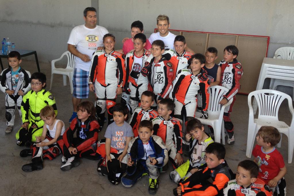Los pilotos KSB Madrid con Alvaro Bautista